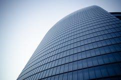 Façade moderne d'immeuble de bureaux Photographie stock libre de droits