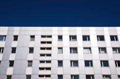 Façade moderne d'un immeuble de bureaux Photos libres de droits