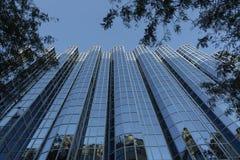 Façade moderne en verre d'immeuble de bureaux Photos libres de droits