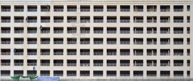 Façade monotone de bâtiment images libres de droits