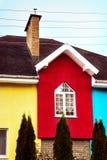 Façade multicolore d'une maison moderne image stock