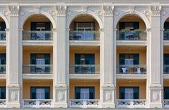 Façade néoclassique de bâtiment photos libres de droits