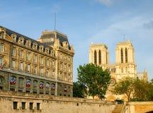 Façade occidentale du Notre-Dame de Paris de la Seine Images libres de droits