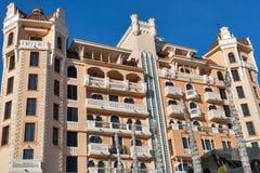 Façade royale d'hôtel de luxe de château dans Elenite, Bulgarie Photographie stock libre de droits