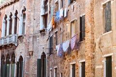 Façades colorées de vieilles maisons médiévales à Venise Photo libre de droits