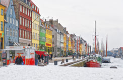 Façades colorées le long de Nyhavn à Copenhague au Danemark en hiver Photo libre de droits
