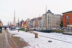 Façades colorées le long de Nyhavn de Copenhague au Danemark en hiver Images libres de droits