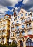 Façades de bâtiment à Karlovy Vary images libres de droits