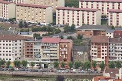 Façades de bâtiments de ville de ville de Cangas del Narcea Les Asturies, Espagne image libre de droits