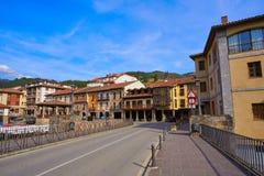 Façades de village de Potes en Cantabrie Espagne image stock