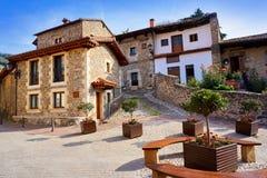 Façades de village de Potes en Cantabrie Espagne photos stock