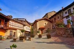 Façades de village de Potes en Cantabrie Espagne photographie stock