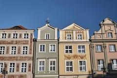 Façades des maisons dans la vieille place du marché Image stock