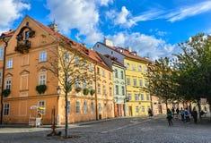Façades lumineuses de vieux bâtiments à Prague, République Tchèque Centre de la ville de Prague Photo stock