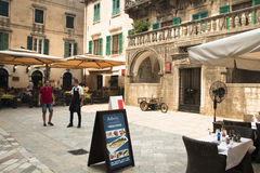 Façades typiques dans Kotor, Monténégro Images libres de droits