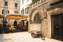 Façades typiques dans Kotor, Monténégro Image stock