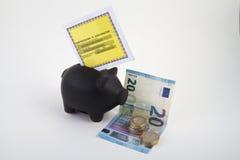 Façonner d'assurance auto en une porcin-banque Photographie stock