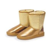 Façonnez à des bottes d'hiver les chaussures de l'homme de couleur d'isolement sur le fond blanc Photographie stock