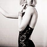 Façonnez la verticale d'un beau jeune femme sexy Images stock