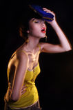 Façonnez le jeune éditorial de photo de modèle de brune, modèle posant, foudre mélangée, longue vitesse Photos libres de droits
