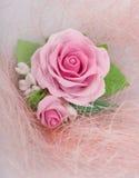 Façonnez le tir de studio d'un collier rose floral (bijoux faits de Photo stock