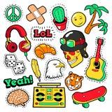 Façonnez les insignes, corrections, autocollants réglés avec les éléments hippies, planche à roulettes, le signe de paix, guitare Photo stock