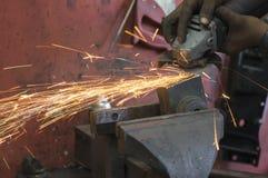 Faísca do fogo do metal de moedura Fotografia de Stock