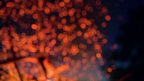 Faíscas do fogo do acampamento