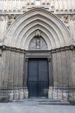 Fa?ade d'une ?glise m?di?vale dans la rue de Comtes de dels de Carrer dans le quart gothique de Barcelone, Espagne photo stock