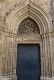 Fa?ade d'une ?glise m?di?vale dans la rue de Comtes de dels de Carrer dans le quart gothique de Barcelone, Espagne photographie stock libre de droits