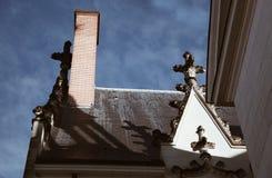 fa?ade et toit traditionnels de la France dans la ville sur Nantes dans un jour ensoleill? avec le ciel clair - copie de corps photo stock