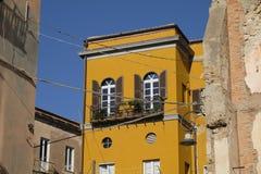 Fa?ade traditionnelle dans le vieux voisinage de Cagliari Castello - la Sardaigne photo stock