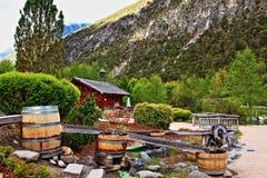 Fa scendere le alpi per mezzo di uno scivolo di legno Austria del Tirolo dei barilotti Fotografia Stock Libera da Diritti