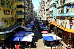 Fa Yuen Street i Mong Kok, Kowloon, Hong Kong arkivbild