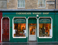 Façade de boutique du whiskey de Cadenhead à Edimbourg Photos stock