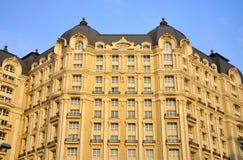 Façade et toit d'hôtel Images stock