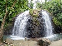 Faaone dubblettvattenfall, Tahiti, franska Polynesien Arkivfoto