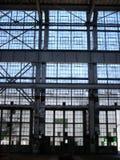 Fabbrica abbandonata - parete di Windows fotografia stock libera da diritti