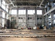 Fabbrica abbandonata - pavimento a Celling Immagini Stock Libere da Diritti