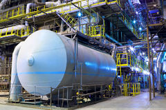 Fabbrica chimica L'interno della raffineria Fotografie Stock Libere da Diritti