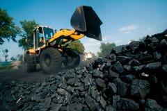 Fabbrica del carbone in un giorno molto caldo fotografia stock libera da diritti