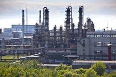 Fabbrica del prodotto chimico di raffinazione del petrolio fotografie stock libere da diritti