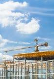 Fabbrica del tetto della costruzione della gru Fotografie Stock
