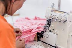 Fabbrica dell'indumento e del tessuto fotografia stock