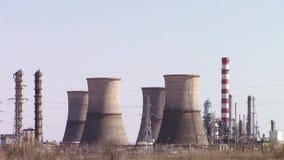 Fabbrica dell'olio e del prodotto chimico stock footage