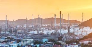 Fabbrica dell'olio e del prodotto chimico Fotografia Stock Libera da Diritti