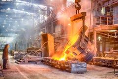 Fabbrica della ferrolega della colata Immagine Stock