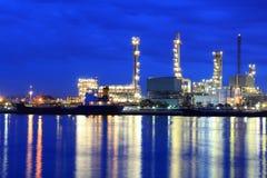 Fabbrica della raffineria di petrolio Immagini Stock Libere da Diritti