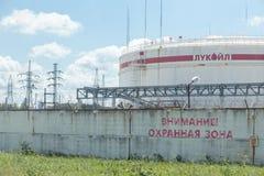 Fabbrica della raffineria di petrolio di Lukoil, Russia immagini stock libere da diritti