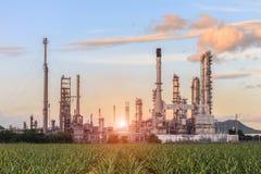Fabbrica della raffineria di petrolio di mattina Fotografie Stock